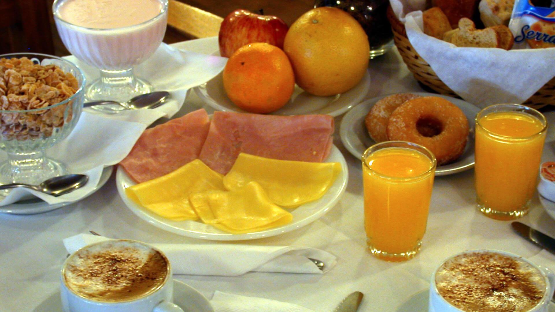 http://www.hotelsierrasol.com/wp-content/uploads//2017/01/desayuno.jpg